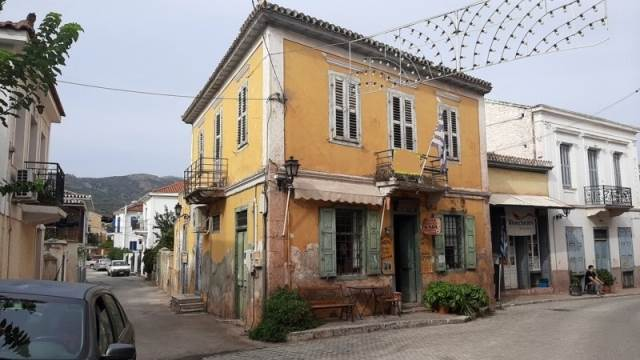 (For Sale) Residential Detached house || Fokida/Galaxidi - 286 Sq.m, 2 Bedrooms, 230.000€